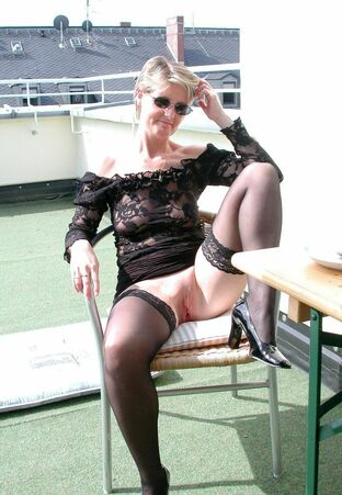 mature exhibitionist tube