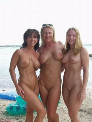 mom and daughter nudist